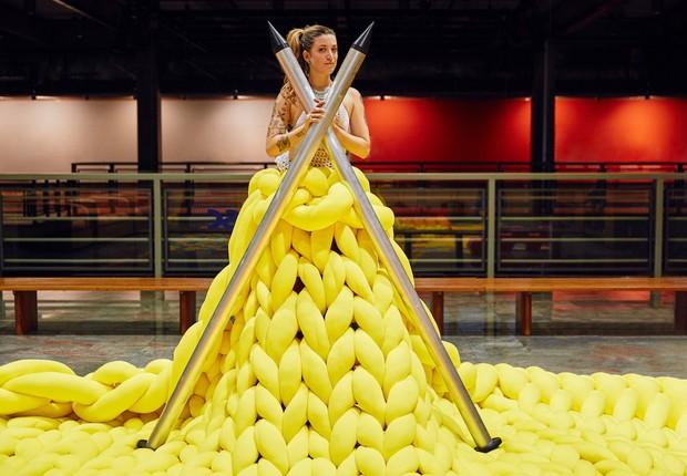 Anne Galante [object object] NuBank recebe obra gigante de crochê ANNE GALANTE FICOU FAMOSA COM SUAS OBRAS DE CROCH